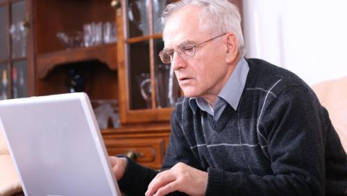 Черкаські пенсіонери зможуть безкоштвоно навчитися працювати за комп'ютером