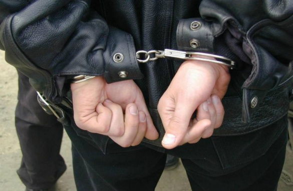 У Черкасах грабіжник ховався від міліції під ліжком