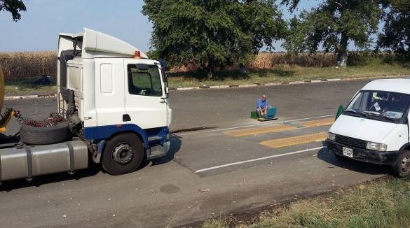 На Черкащині водії вантажівок тікають від важення полями (ФОТО)