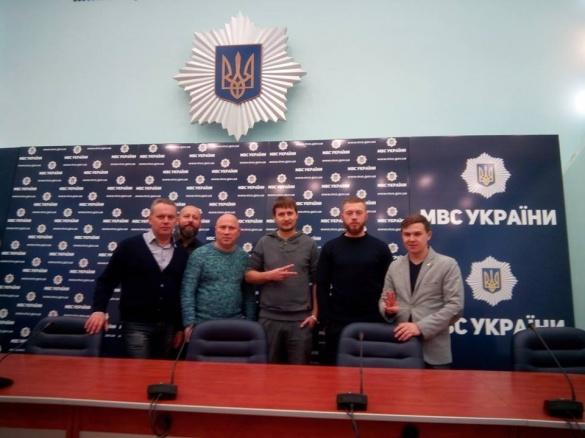 Черкаські активісти зустрілися з головою Нацполіції України, аби обговорити Лютого