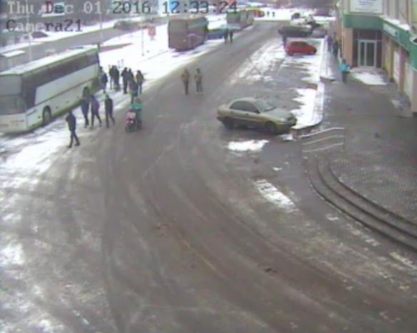 У Черкасах серед білого дня пограбували супермаркет на Митниці (ФОТО, ВІДЕО)