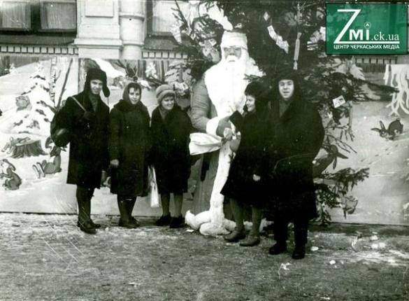 """""""Йолка"""" та Дід Мороз на замовлення. Як раніше відкривали черкаські новорічні ялинки"""