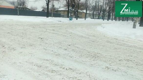 """""""Ми старалися. Але маємо, те що маємо"""". Чому в Черкасах проблема із очищенням доріг від снігу?"""