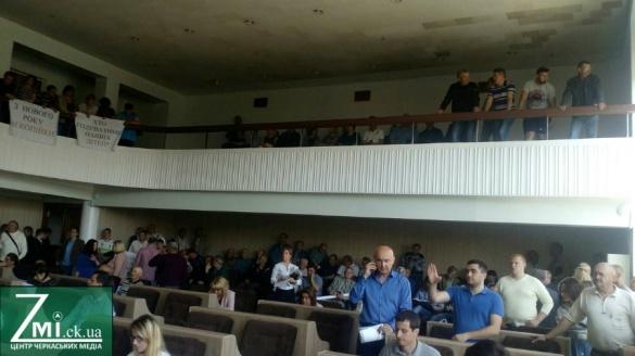 На сесію Черкаської міськради прийшли працівники