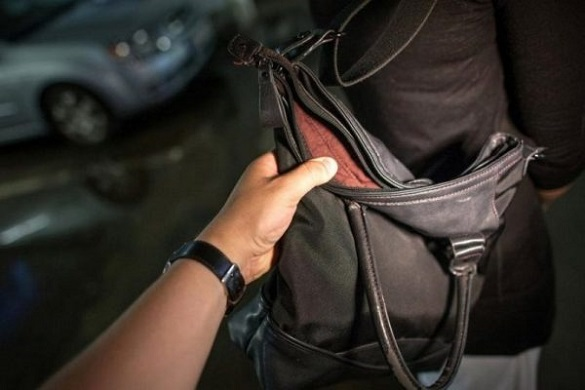 Не розгубилася: у Черкасах жінка самотужки відбилася від нападника