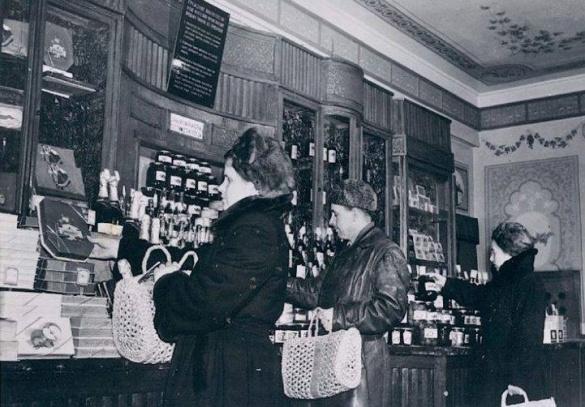Які були у Черкасах зарплати і ціни у 1952 році?