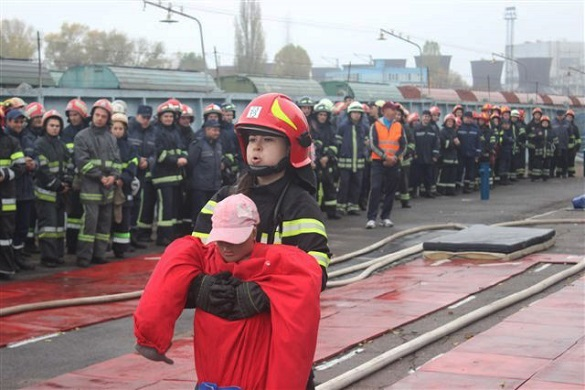 Як чоловіки та жінки змагаються за звання найсильнішого рятувальника Черкащини (ФОТО)