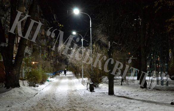 Кілька дворів у Черкасах облаштували сучасними світильниками