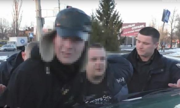 У Черкасах двоє чоловіків напали на підлітків