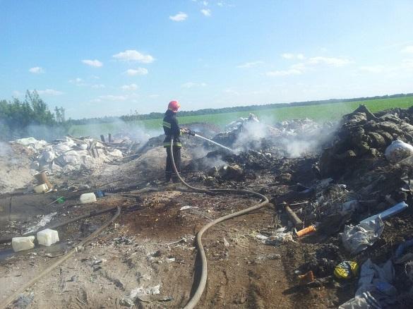 У Черкаському районі горіло сміттєзвалище (ФОТО)