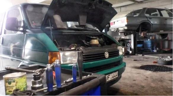 Волонтери у Черкасах відремонтували півсотні автомобілей для потреб ООС (ВІДЕО)