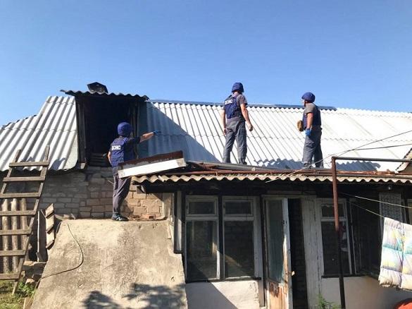 Черкаські рятувальники відновлюють будинки в зоні ООС (ФОТО)