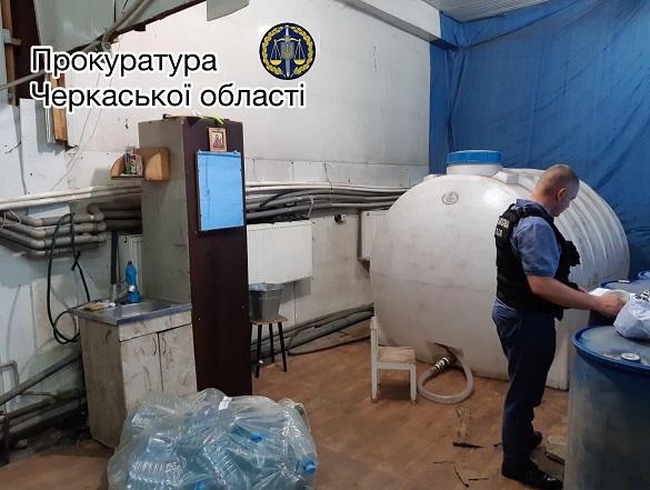 Десять тисяч літрів фальсифікованого алкоголю вилучили у Черкасах (ФОТО)