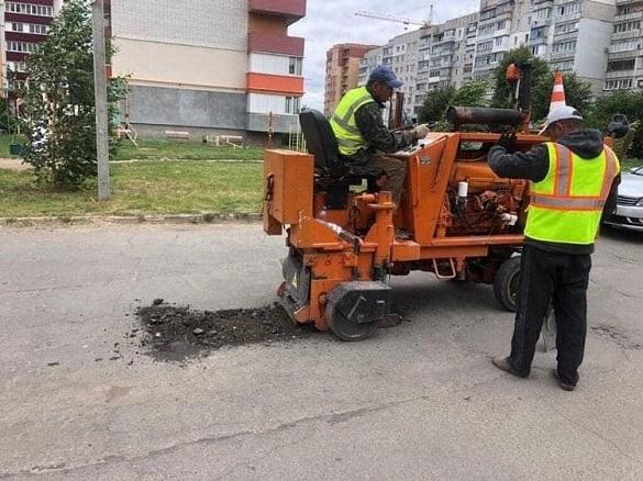 В Умані почали ремонтувати одну з доріг (ФОТО)