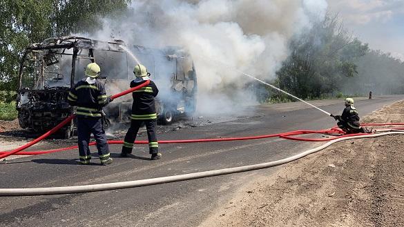 На Черкащині вщент згоріла рейсова маршрутка (ВІДЕО)
