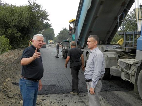 На Городищині відновлюють автодорогу