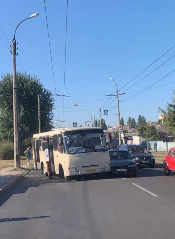 У Черкасах маршрутка зіштовхнулася з автомобілем (ФОТО)
