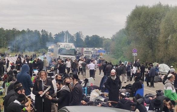 Хасиди на кордоні почали повертатися в Білорусь