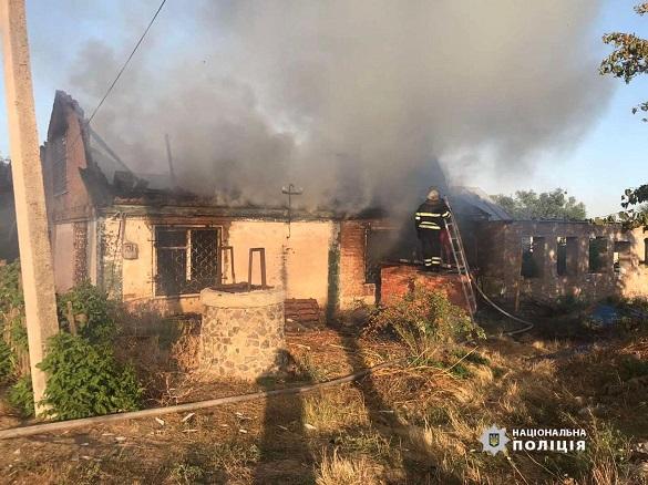 На Черкащині загорівся будинок. Поліцейські встановлюють причини (ФОТО)