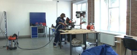 Швейна машинка, верстати та 3D-принтер: у селі на Черкащині працює