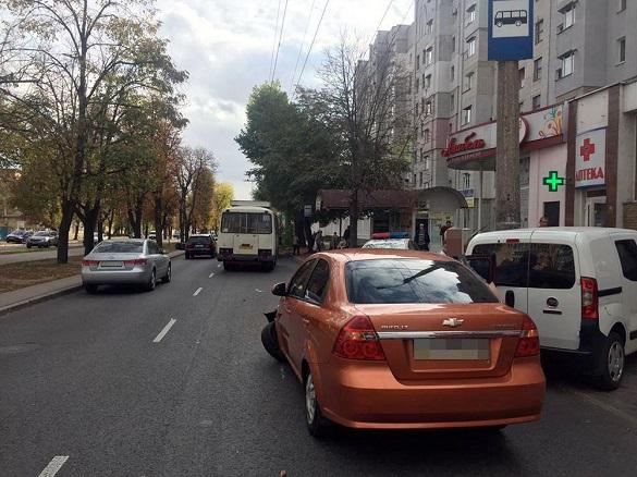 У Черкасах зіштовхнулися автомобіль та автобус