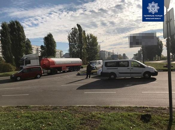 На черкаському перехресті сталася ДТП за участі вантажівки