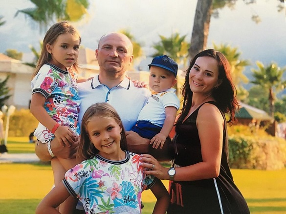 Родина на підтримку міського голови Черкас заспівала йому пісню (ВІДЕО)