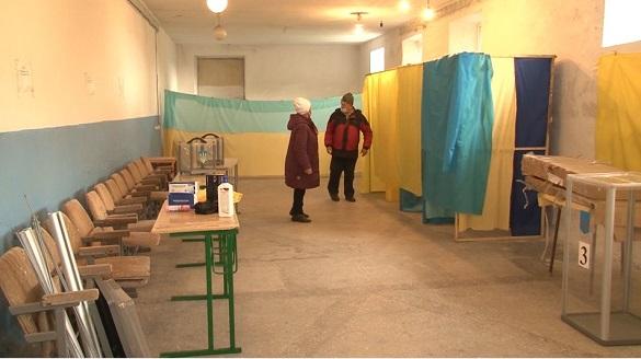 На одній із виборчих дільниць у Черкаській області члени комісії не хочуть працювати (ФОТО, ВІДЕО)
