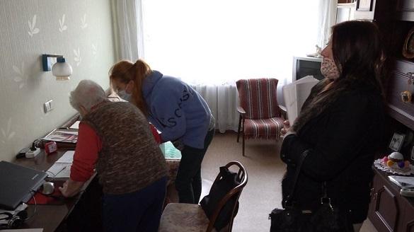 Удома проголосувати на місцевих виборах Черкас вирішили понад тисяча осіб (ВІДЕО)