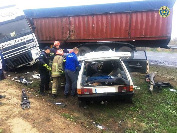 На Черкащині сталася смертельна аварія: одна особа загинула, а ще одна травмована (ФОТО)
