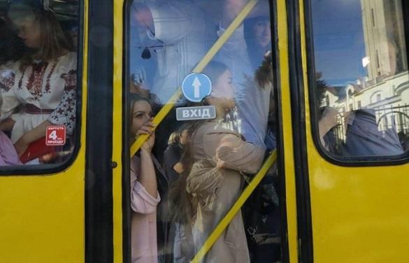 Бути чи не бути переповненим маршруткам: у Черкасах патрульні перевіряють автобуси