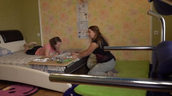 Черкащанка, яка доглядає хвору доньку, через мізерну субсидію змушена економити на всьому (ВІДЕО)