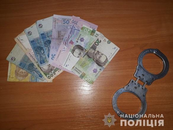 Кричав і погрожував: чоловік у Черкасах намагався розрахуватися фальшивими грошима