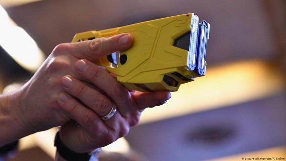 Патрульним дозволили використовувати електрошокери: чи користуються ними вже черкаські правоохоронці?