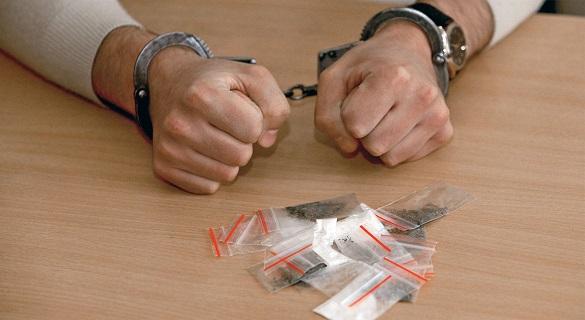 У Черкасах чоловіка засудили до 6 років ув'язнення за продаж наркотиків