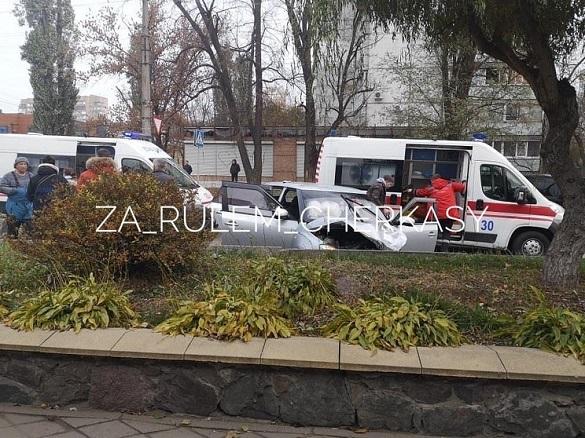 У Черкасах сталася аварія з постраждалими (ФОТО)