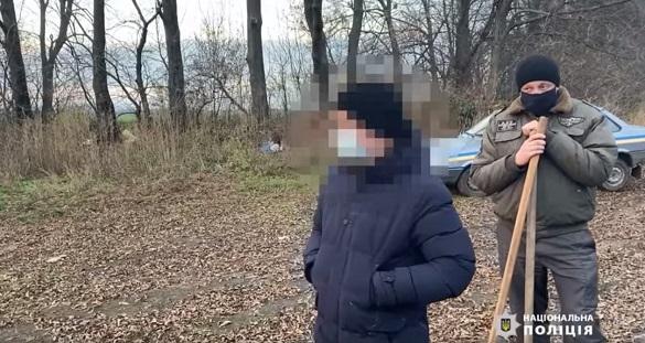 Задушив і закопав у лісосмузі: в Черкаській області затримали чоловіка, причетного до вбивства