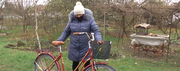 Нові замість старих: на Черкащині для працівників соцдопомоги купили велосипеди (ФОТО)