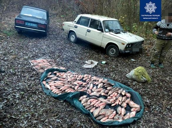 На Черкащині затримали браконьєрів, які виловили понад 200 штук карасів