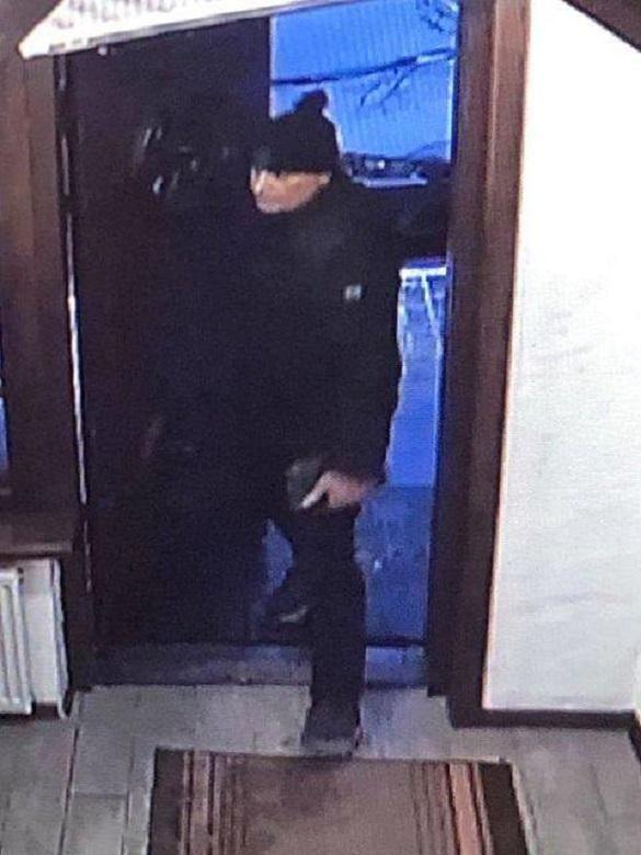 Чоловіка, який викрав гроші в одному із ресторанів, розшукують у Черкасах (ФОТО)
