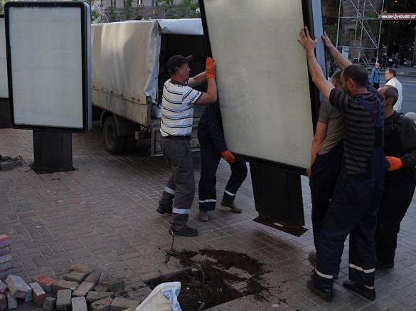 Чотири незаконні сітілайти демонтують в Черкасах