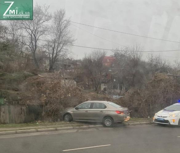 Втратив керування: у Черкасах водій спричинив ДТП