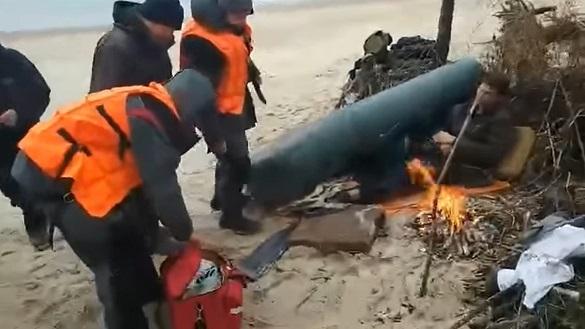 Випав із човна: у Черкасах на воді рятували чоловіка (ВІДЕО)