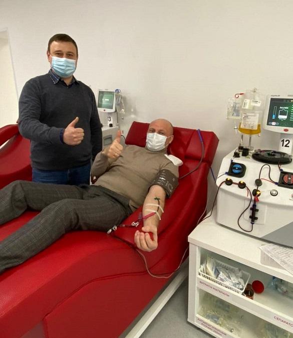 Міський голова Черкас здав плазму крові для розробки ліків від COVID-19