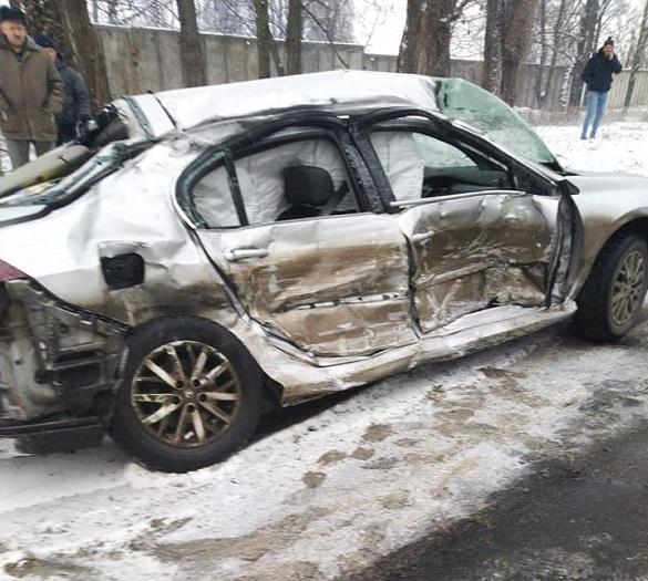 У Черкасах зіштовхнулися автобус та автівка: є постраждалий (ФОТО)