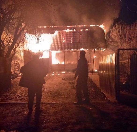 Згоріло все: у Черкасах вогонь знищив будинок жінки з дитиною (ФОТО)
