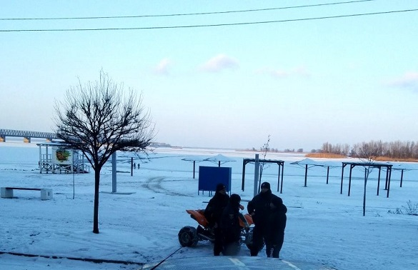 Двох хлопців, які провалилися під лід у Черкасах, виписали з лікарні (ВІДЕО)