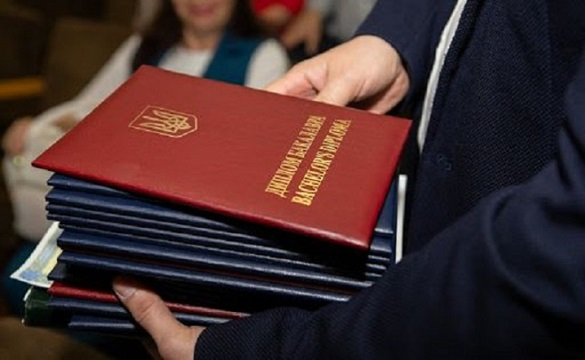 Без червоних, але з відзнакою: черкаські випускники не залишаться без відміток про досягнення в дипломах