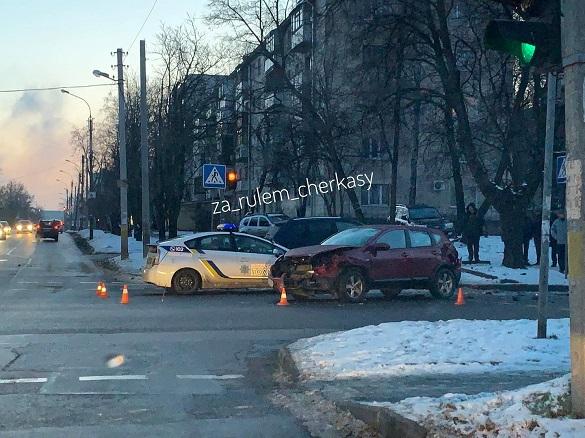 ДТП із постраждалими: в Черкасах на перехресті зіштовхнулися два автомобілі