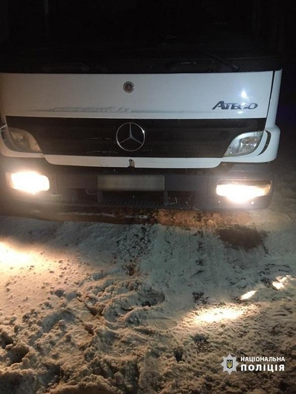 У Черкаській області під колесами вантажівки загинув пішохід